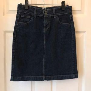 Old Navy dark denim skirt•size 4• Length 20 inches